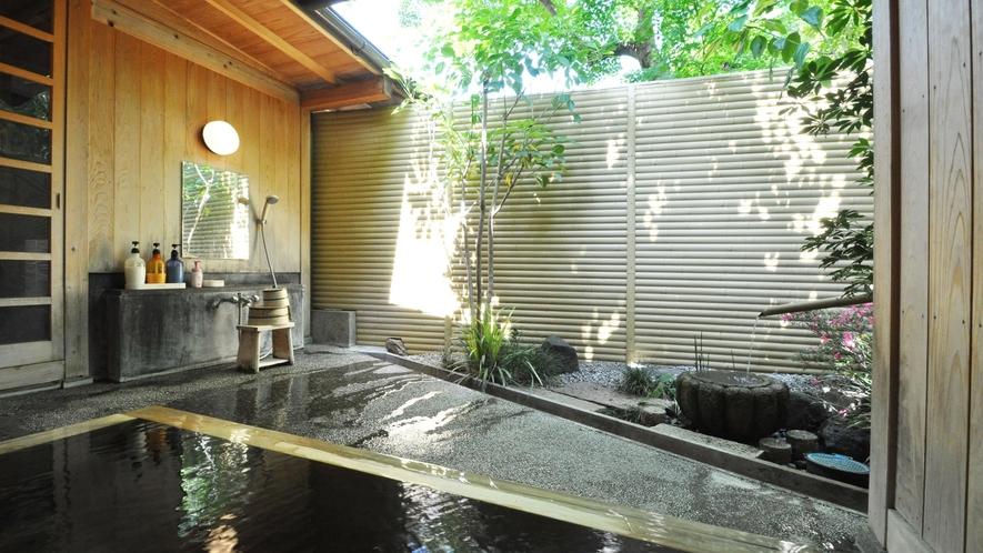 【源泉かけ流し貸切風呂】貸切風呂には洗い場も完備しております。