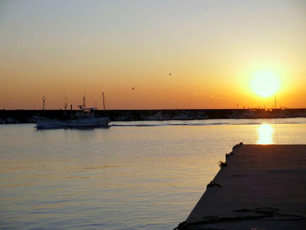 沈む夕日に疲れも癒されます