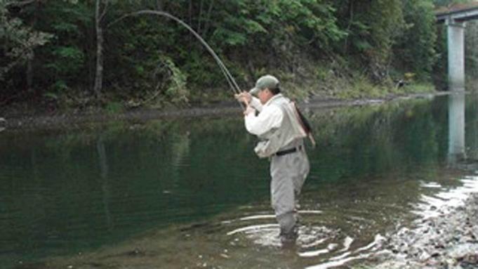 【渓流釣りを楽しむ】ガイド付き渚滑川フィッシング宿泊プラン(夕朝食付)