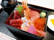 【レストランメニュー】近海で獲れた新鮮な海鮮丼