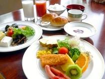 【朝食】バイキングの時の朝食は、和洋約20種類の料理が楽しめる♪