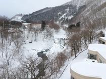 【最上階和洋室からの眺望】冬の錦仙峡