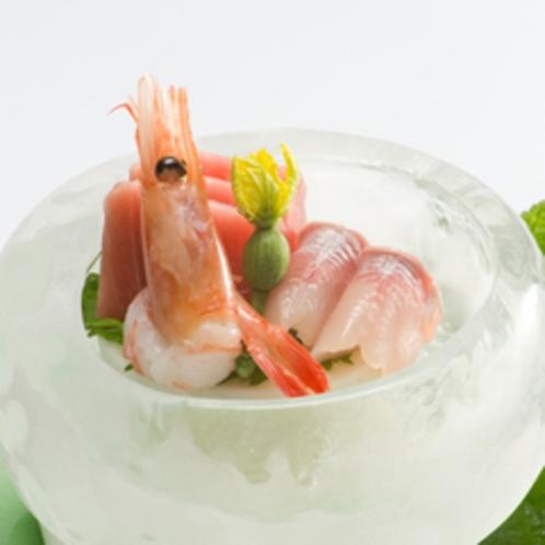 【夕食例】新鮮な海の幸をお楽しみ頂けます。