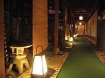 中庭廊下夜景