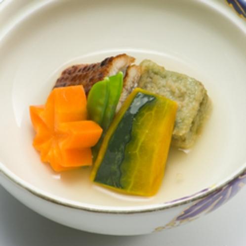 【夕食例】シンプルな中にもしっかりとした味付けのお食事。
