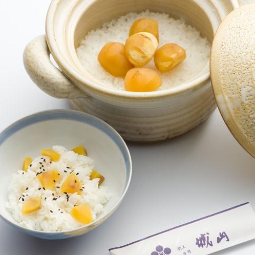【秋の味覚】笠間産のコシヒカリを笠間焼の土鍋で炊いたごはん。絶品です!
