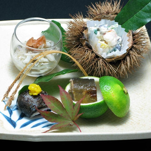 【秋の料理一例】一品一品盛り付けにもこだわっております。