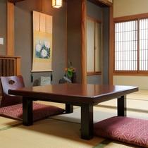 【客室例/友禅の間】装飾を排した数寄屋(茶室)風を取り入れた客室は質素。1階のお部屋でございます。