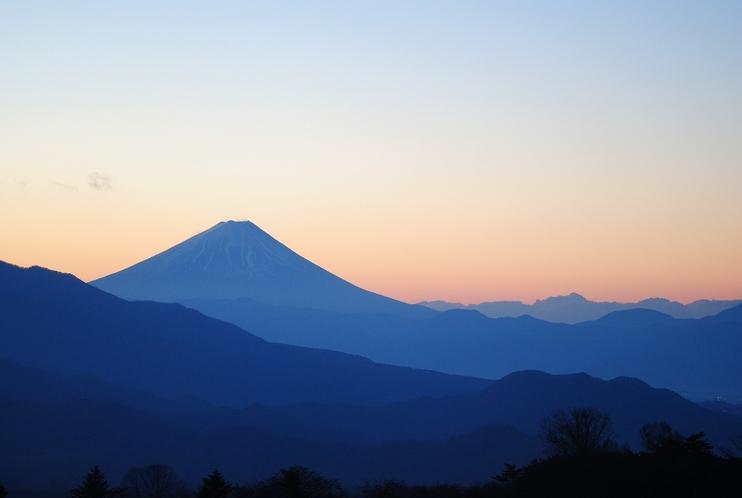赤く染まる富士山は一瞬の景色