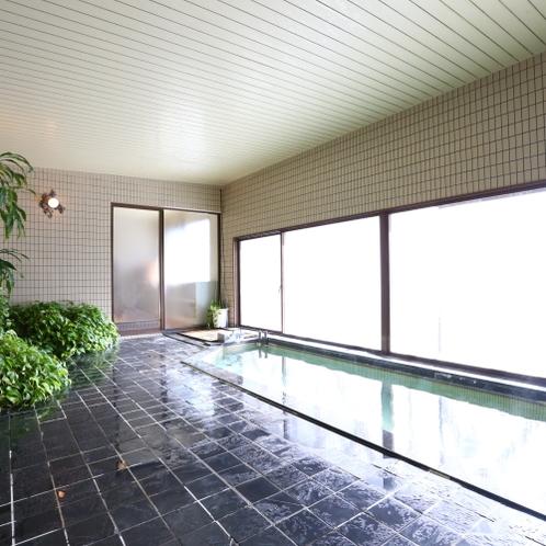 ■大浴場。肩こり、腰痛に効く温泉です。旅の疲れを癒してください。