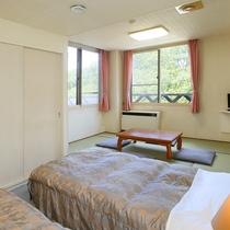 ■本館・和洋室18平米(バス無し)のお部屋です。畳でのんびりくつろげます。