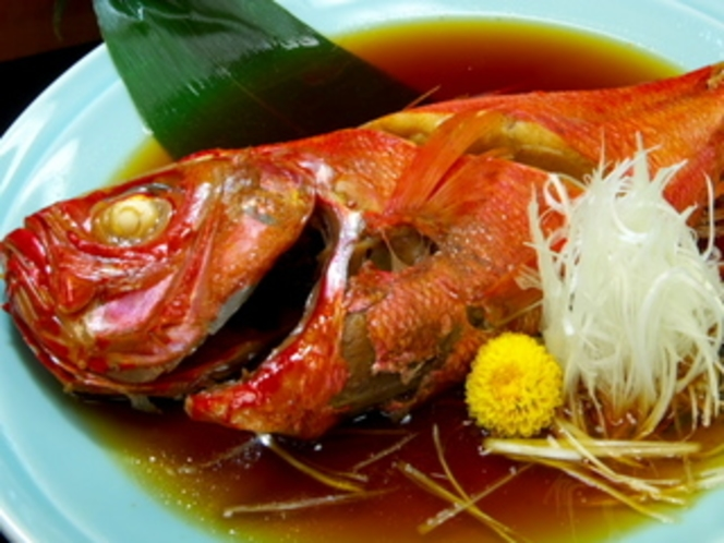 脂の乗った金目鯛の姿煮