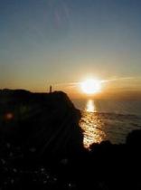 勝浦灯台と日の出