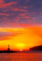 勝浦漁港からの夕日