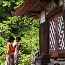 星降るガーデンにあるお堂。親湯温泉の源泉湧出を守るために江戸時代に作られた