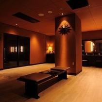蓼科resortを感じる大浴場脱衣室 冷暖完備の快適な空間