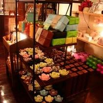 女性に人気の雑貨屋さん。ロビーショップには雑貨屋さんをはじめ10のショップがありデートが楽しめます