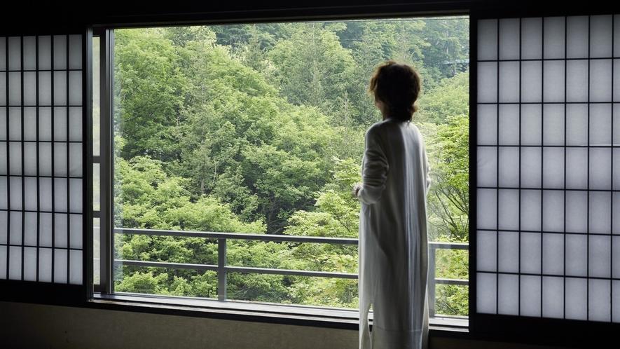 清流亭◆渓流側の窓から見える景色は抜群です。
