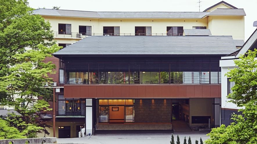 外観◆蓼科温泉ホテル親湯全景。渓流を望むresortの一軒宿。
