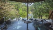 ・女性専用露天風呂「天与の湯」渓谷の季節の移り変わりと共に風情豊かな美しい景観をお愉しみ下さい