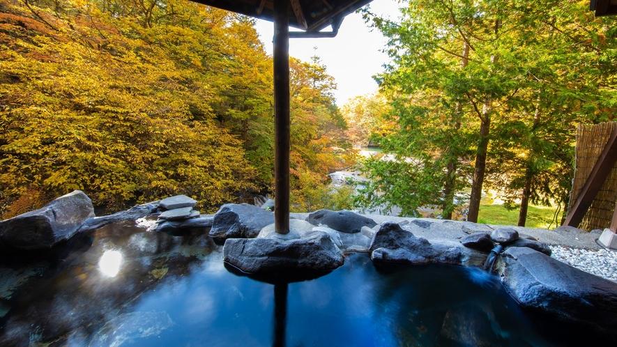 女性専用露天風呂「天与の湯」渓谷を一望する見晴らしは更に素晴らしいものになっております。