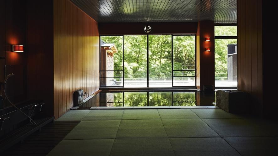 親湯の温泉成分に合わせ、防菌、防カビの特殊素材を開発して作られた畳敷きのお風呂