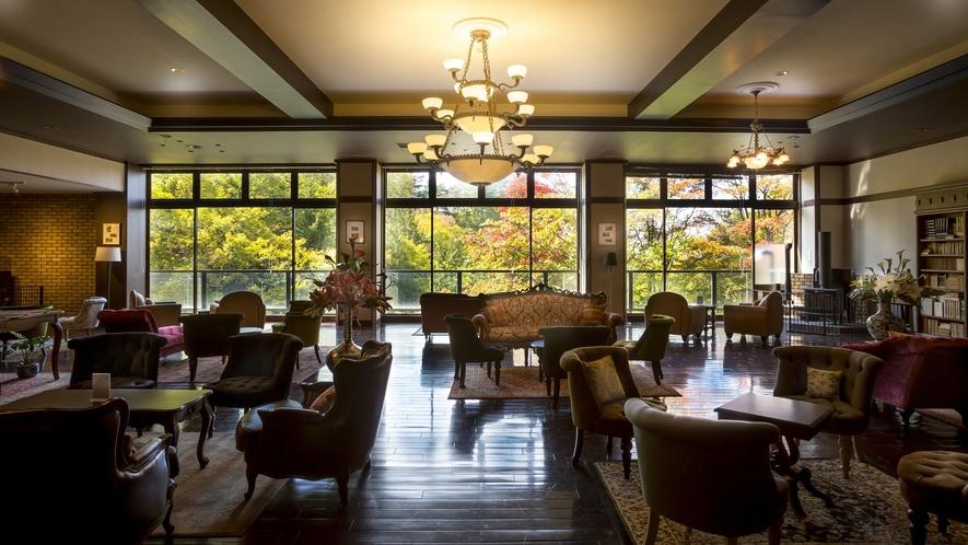 蔵書Lounge&Bar◆蓼科ならではの豊かな自然を眺めつつ