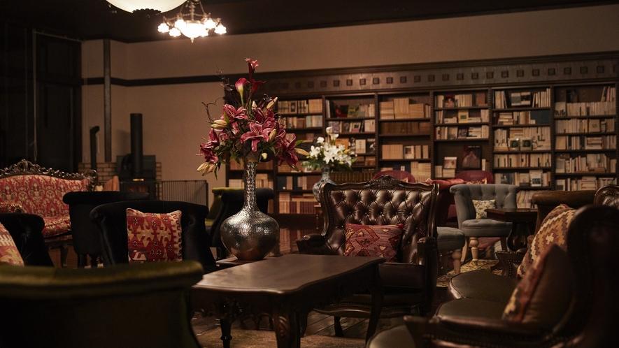 蔵書Lounge&Bar◆3万冊の蔵書からお好きな物語をどうぞ