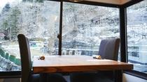 宴どころ みすゞかり◆渓谷側の個室では、四季折々の景色をお楽しみいただけます