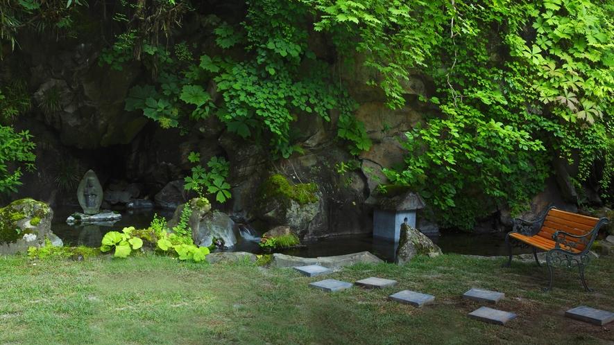 星降るガーデン◆水場の中の石像。そこは凛とした空気が漂います。