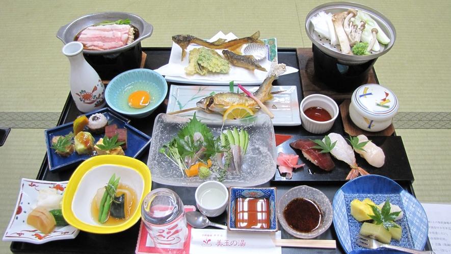 *ご夕食一例。季節折々の和会席料理をご用意致します。