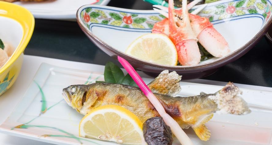 *ご夕食一例/ 川魚を中心とした季節折々の和会席料理。