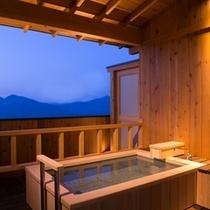 憧れの露天風呂付き客室!!しかも温泉利用♪誰にも邪魔されない素敵な時間をお過ごしください♪
