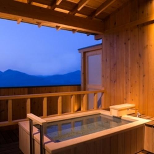 【露天風呂付き客室】嬉しい温泉利用!誰にも邪魔されない素敵な時間をお過ごしください♪