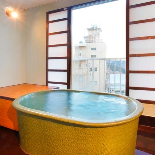 カップルに特にオススメ!!ふたりで入るのにちょうど良いサイズ感の、コンパクトな貸切風呂です。