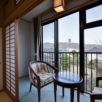 *[禁煙・和室8~12畳一例]山々の移ろいを間近に望める純和風の客室です
