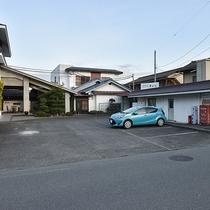 *[無料駐車場]屋外平面に15台完備しております