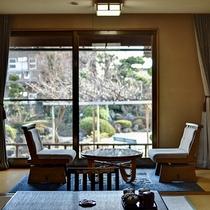 *[庭側和室一例]和風庭園を望む客室は落ち着いた雰囲気でゆっくりお寛ぎいただけます