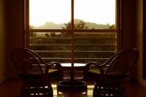「赤とんぼ」 14帖 部屋の窓辺から
