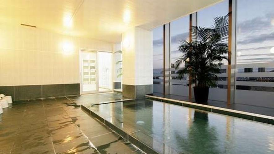 大浴場からの市内の景色は絶景【15:00~26:00,5:00~10:00まで利用可】