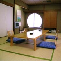 ごくベーシックな造りの和室となっております。和室14畳のお部屋【一例】2006.7月撮影