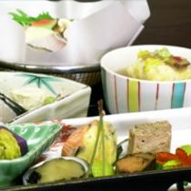 11月は松茸入鱈のお鍋!!『毎月旬の素材を吟味した』秋らしい味わいをいかがどす!!無料駐車場有!!