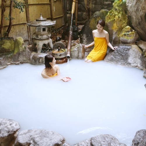 <貸切露天風呂>広々とした貸切の庭園式露天風呂はお子様連れのご家族や カップルに好評です!