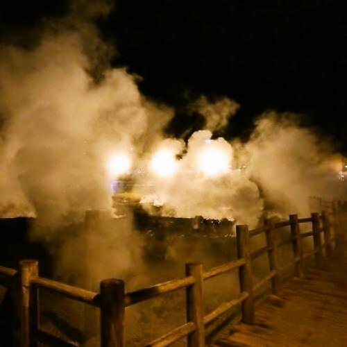 <雲仙地獄ライトアップ>湯けむり漂う中散策をお楽しみください。