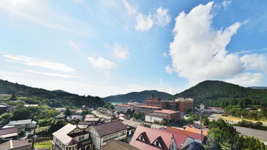 <お部屋からの眺めの一例>自然豊かな雲仙の景色で普段の疲れをいやしてください。
