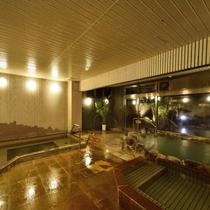 【大浴場】湯けむり立ち込める浴場にはジェットバス・サウナ・露天風呂など多彩なお風呂で疲れを癒します
