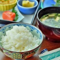 【ご朝食】炊き立てほっかほかのごはん!朝はやっぱり和食が◎