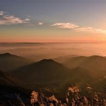 <仁田峠>当館からお車で約15分。晴れた日には夕焼けが美しく空を染めます。