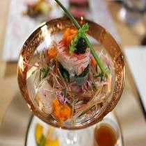 GENJI香ご夕食人気の一品「蟹と帆立のサラダ」
