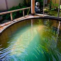 月岡湯香炉「美人の湯」大樽露天風呂